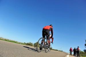 Ciclistas y senderistas en la Vía de la Plata